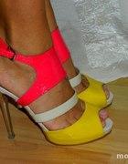 Kolorowe sandały na szpilce