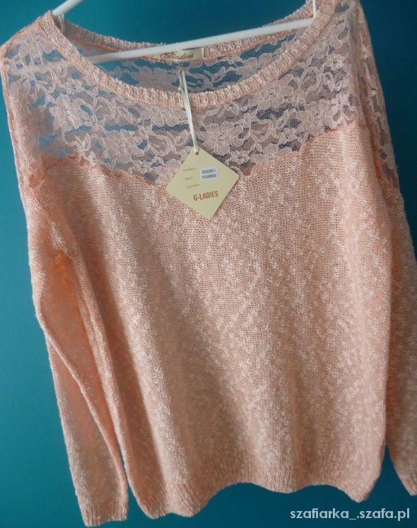 pastelowy morelowy sweterek wiosenny koronka
