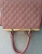 różowa pudrowa torebka kuferek złote okucia