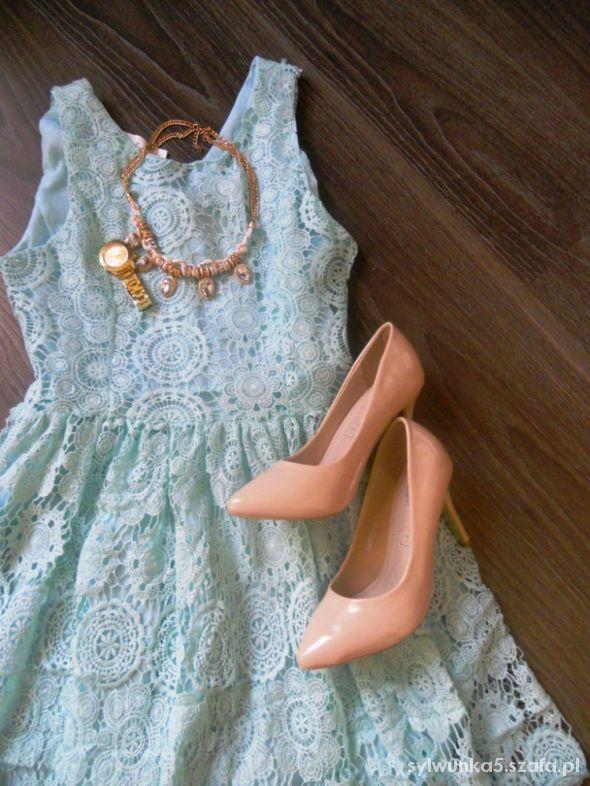 Miętowa koronkowa sukienka