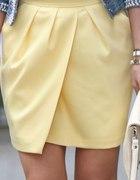Żółta spódnica Mohito...