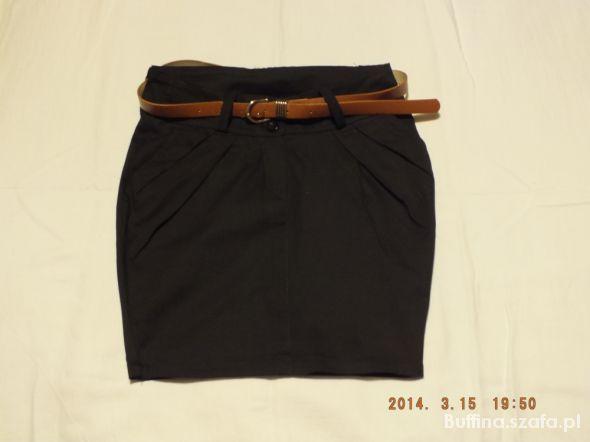Spódnice Czarna spódniczka z paseczkiem
