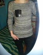 Sweter ze skórzaną kieszonką
