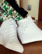 Białe sneakersy trampki ćwieki