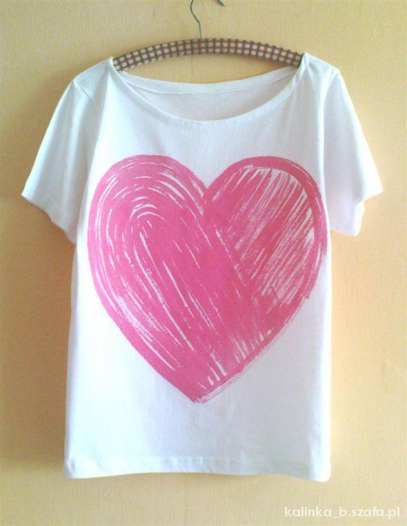 biały off shoulder oversize różowe mega serce