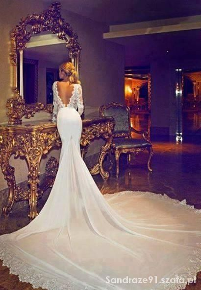 Wasze inspiracje Biała suknia z długim ogonem