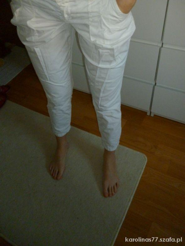 białe spodnie only