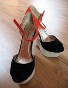 Kolorowe buty na koturnie