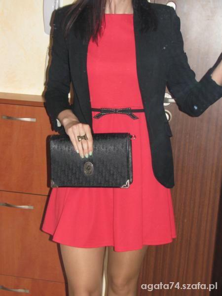 Eleganckie czerń i czerwień