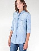 jasna jeansowa koszula z kieszonkami