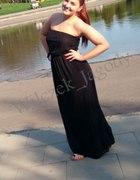 Czarna suknia idealna na popołudnia