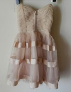 sukienka rozkloszowana pudrowa tiul LIPSY