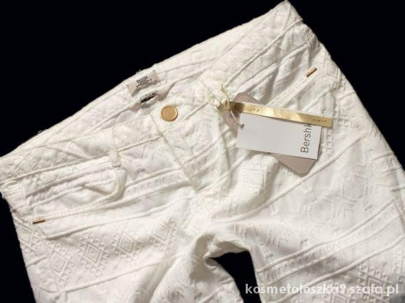 białe tłoczone azteckie rurki bershka...