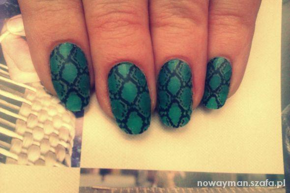 Fryzury snake nails