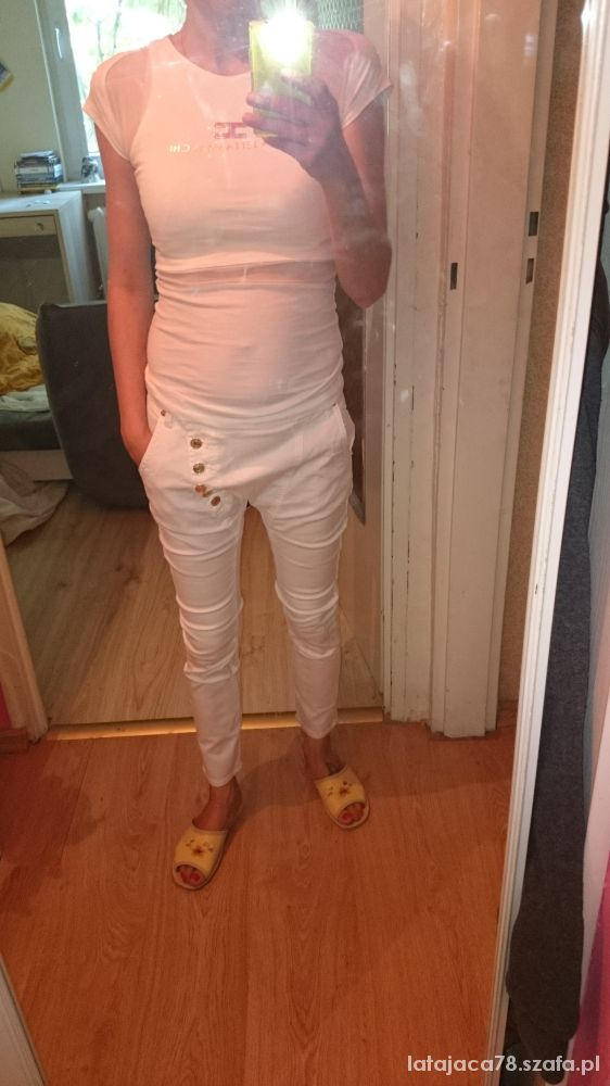 Biała elegancka koszulka