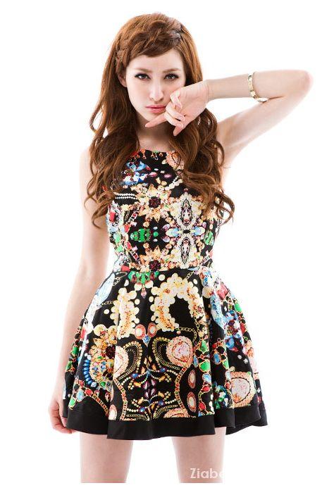 Kloszowana Sukienka motyw Biżuterii