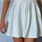 rozkloszowana biała spódniczka z zakładkami mohito