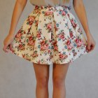 Kloszowana spódniczka w kwiaty