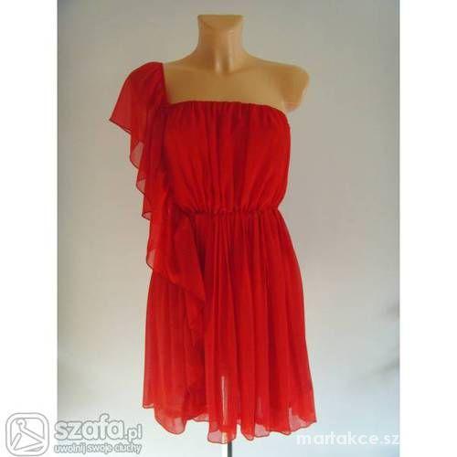 czerwona elegancka sukienka rozkloszowana oversize