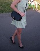 Miętowa sukienka pastelowa z falbanką ala Siwiec