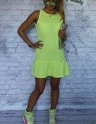 sukienka z falbaną