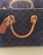 klasyczny kuferek Louis Vuitton