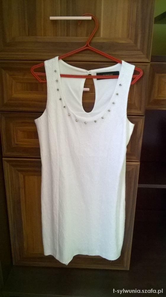 Eleganckie Biel rządzi biała sukienka z białym żakietem