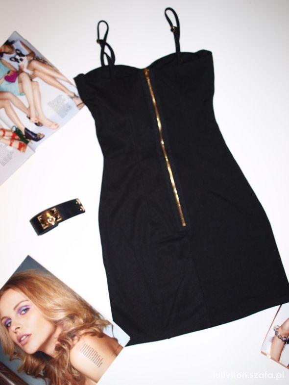 Sukienki z zamkiem z przodu...