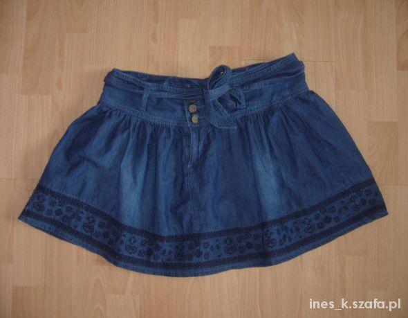 Spódnice Bershka rozkloszowana jeansowa spódniczka hafty 36