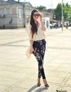 floral pants...