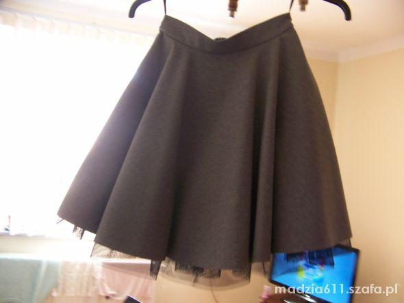 Spódnice rozkloszowana spódniczka z tiulem S
