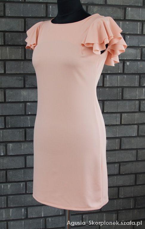 brzoskwiniowa sukienka falbanki