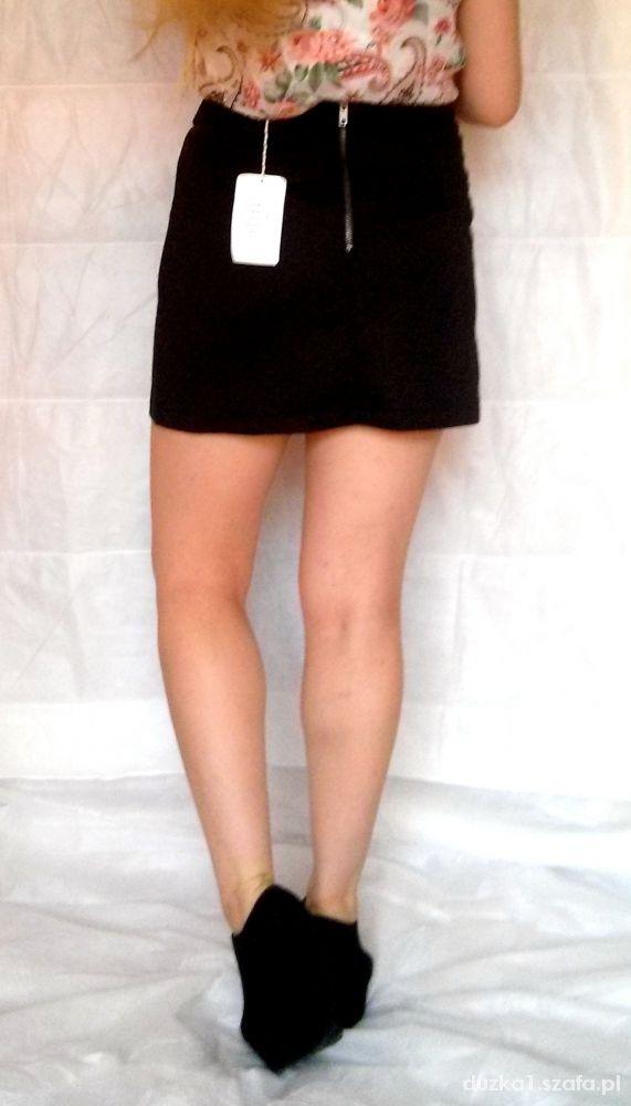 e095fef2 Modna czarna prosta spódnica pikowana w Spódnice - Szafa.pl