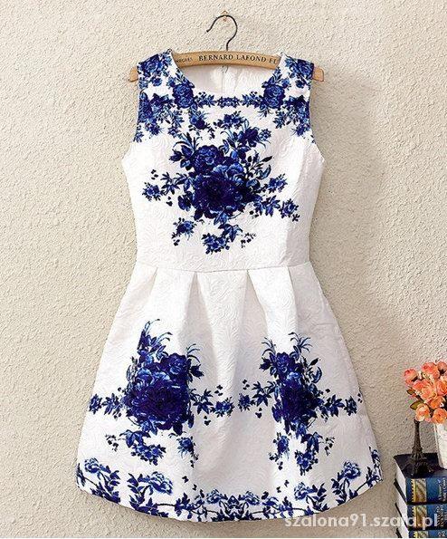 Piękna biało niebieska sukienka