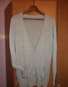 Szary sweterek z guzikami w kształcie serduszek