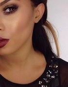 Burgundowa szminka