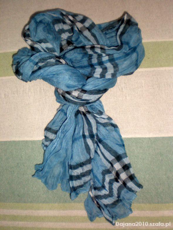 Chusty i apaszki Niebieski szal w kratę