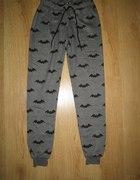 Spodnie Sinsay Batman...