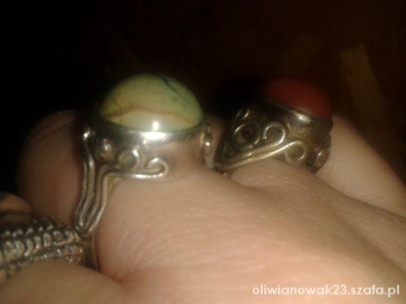 Pierścionki stary pierscionek z zielonym kamieniem