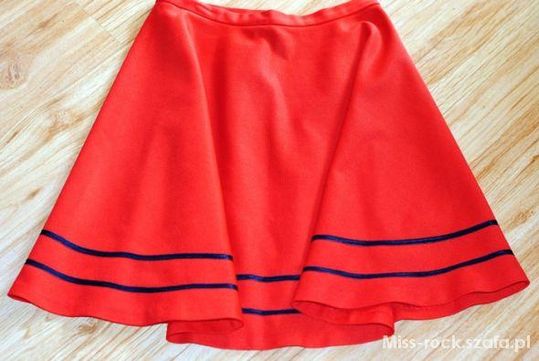 Spódnice czerwona rozkloszowana