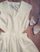 sukienka z wycięciami