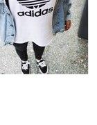 biała bluzka adidas
