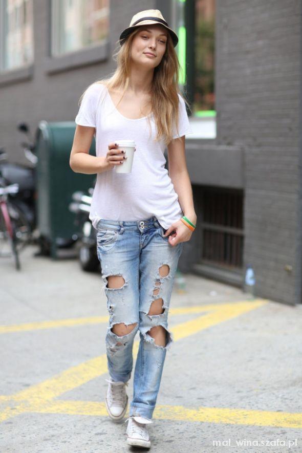 Do pracy Podarte jeansy