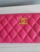portfel różowy pikowany chanel...