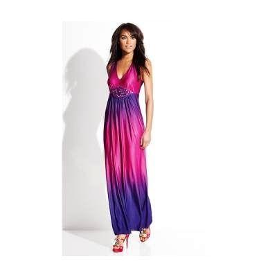 Długa sukienka z ozdobnym akcentem w talii...
