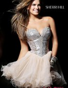 Rozkloszowana sukienka tiulowa tiul sherri hill