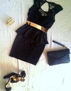Czarna sukienka z baskiną