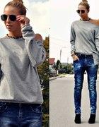 jeansy z luźnym krokiem...