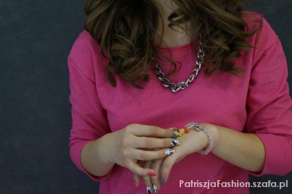 Do różowej sukienki różowa biżuteria