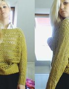 musztardowy sweter...